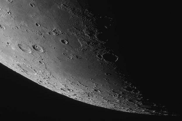 月齢6.3の月面北端