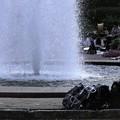 Photos: 噴水の周りはにぎやか
