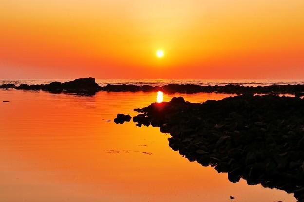 静寂の夕景 能登は志賀町海岸