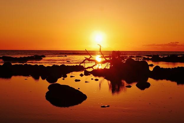夕景 能登は上野海岸