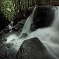 Photos: 滝を一段おりる