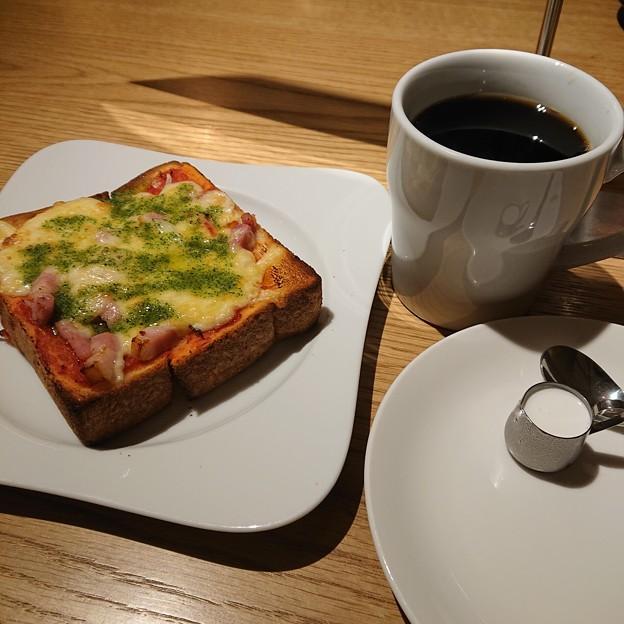 武蔵野ブレンドコーヒーとピザトースト