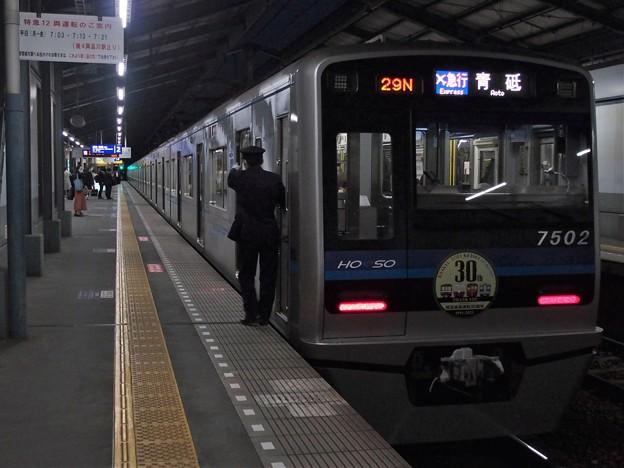 京急線青物横丁駅2番線 北総7502F(相互直通30周年HM)エアポート急行青砥行き側面よし