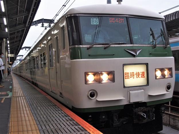 JR宇都宮線赤羽駅3番線 185系B5編成臨時快速足利藤まつり号上野行き
