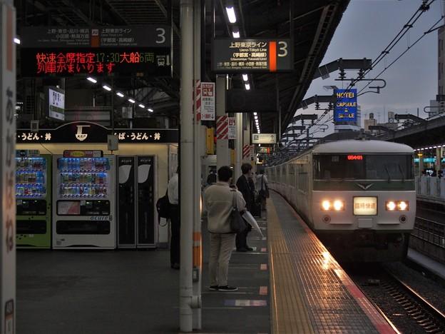 JR宇都宮線赤羽駅3番線 185系B6編成臨時快速足利藤まつり号大船行き進入