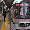 京急線品川駅2番線 都営5320F(浅草線開業60周年HM)エアポート快特高砂行き