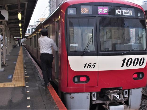 京成本線京成小岩駅3番線 京急1185F快速成田空港行き側面よし