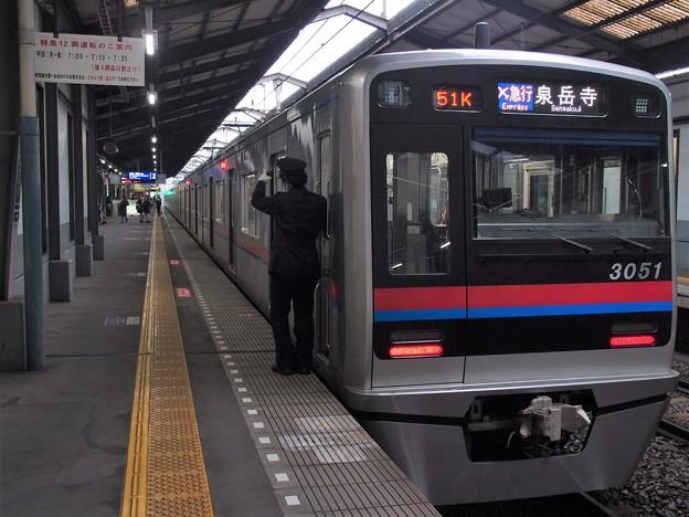 京急線青物横丁駅2番線 京成3051Fエアポート急行泉岳寺行き側面よし