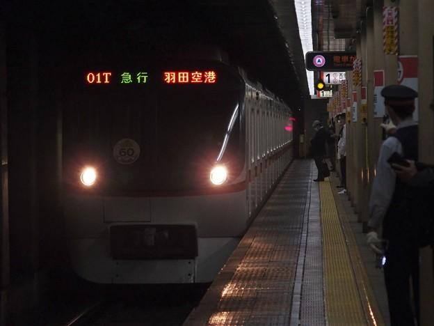 都営浅草線蔵前駅1番線 都営5320F(浅草線開業60周年HM)急行羽田空港行き