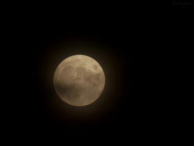 霞む8月の満月