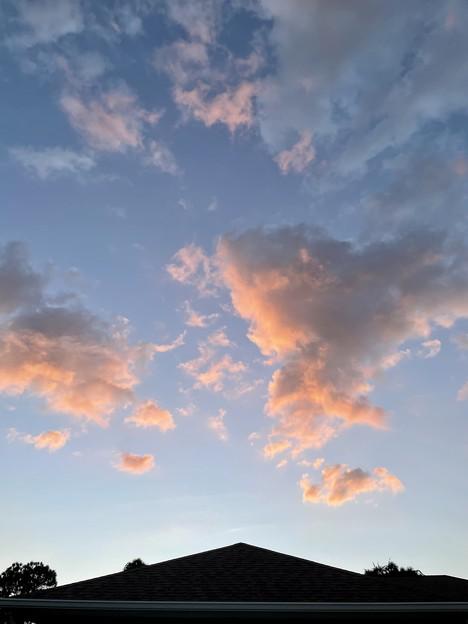 屋根の上の夕焼け雲 その1