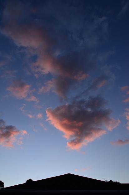 屋根の上の夕焼け雲 その2