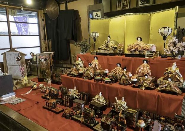 Photos: 木賃宿「おりや」の雛飾り