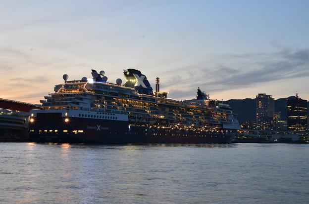 夕暮れの神戸港