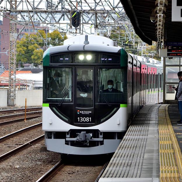 2021_0307_133136 古川橋駅に到着する13000系の新車