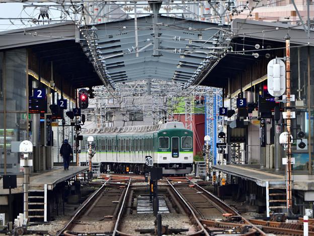 2021_0502_163039 大阪側から見た樟葉駅