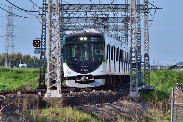 2021_0503_070513_02 舟橋川堤防を下ってくる上り電車