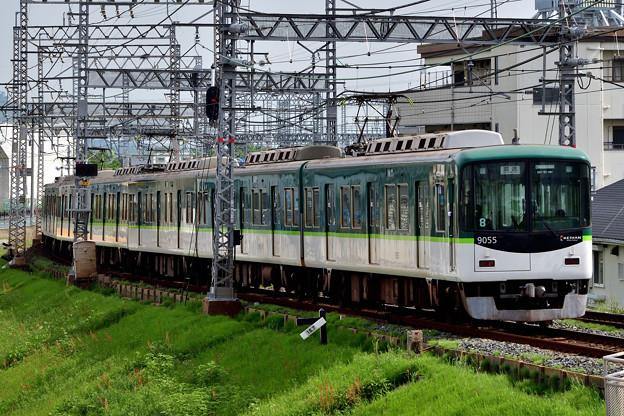 2021_0508_085520 舟橋川堤防を駆け降りる電車