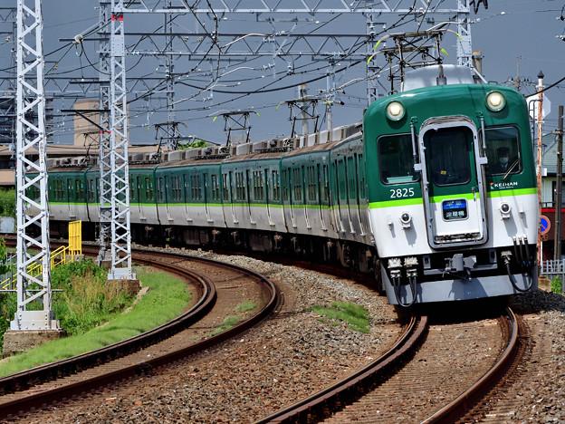 2021_0502_134536 舟橋川堤防から降りてくる下り電車