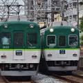 2021_0611_073608_01 大阪方面に向かう通勤準急と京都方面に向かう準急