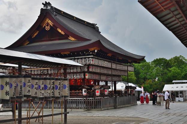 2021_0711_164425 八坂神社 舞殿