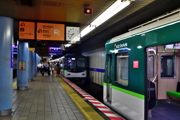 2021_0802_083655 電車の縦列駐車