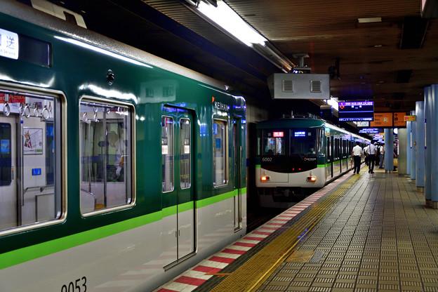 2021_0802_083845 電車の縦列駐車