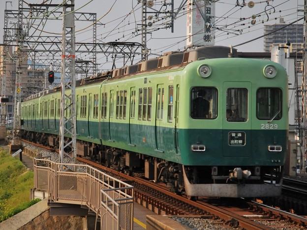 2009_0428_171041 2200系で最初に廃車になった2600系との混結編成
