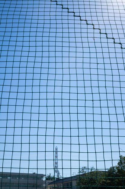 フェンス越しの青空