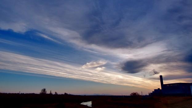 早朝の朝焼け雲