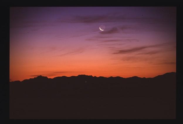 お月様夜明け前
