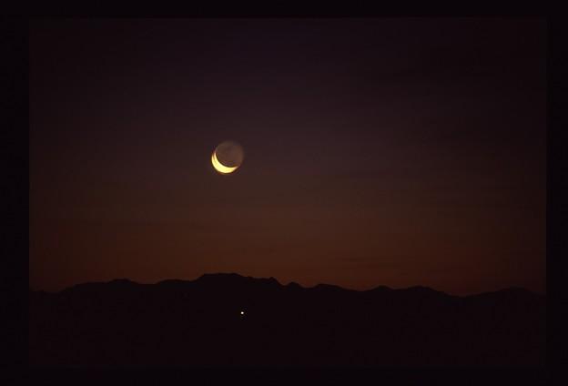 太陽と交代する月