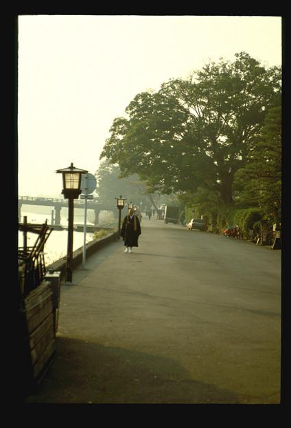 朝の托鉢僧(嵐山)