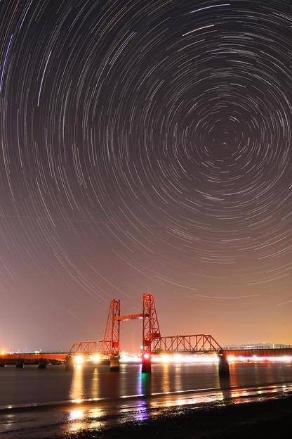 ☆StarStaX昇開橋とポラリスを回る星