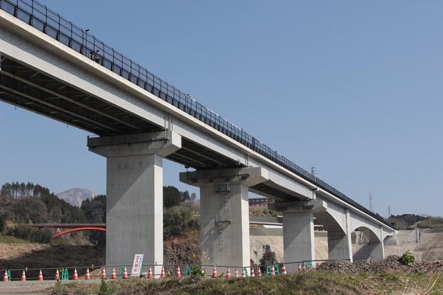 新・阿蘇大橋を見上げる