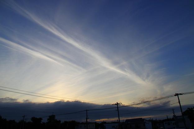 交差する夕焼け雲