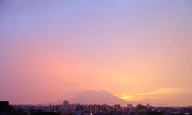 Photos: 桜島17-大気がピンクに