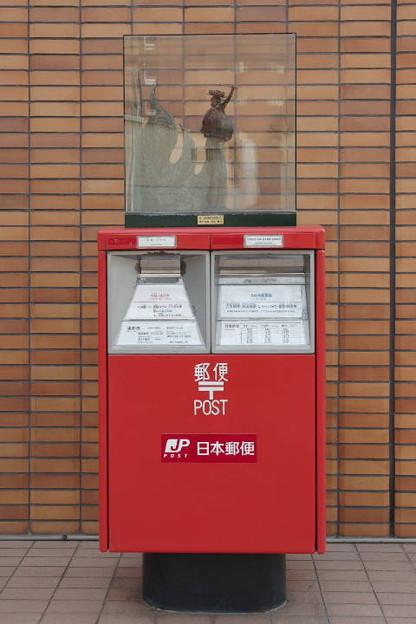 s18_盛岡中央郵便局前ポスト_さんさ踊り像_t