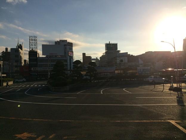 松山駅前 午前8時半