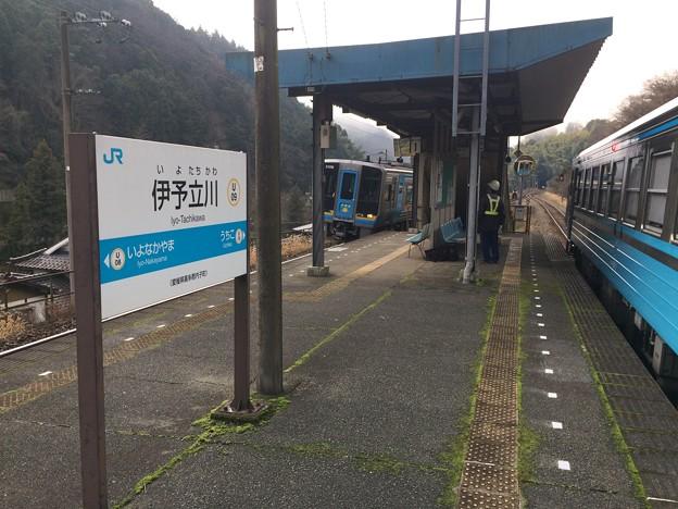 伊予立川駅3 ~特急通過~