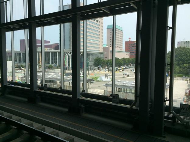 富山駅前のホテルとLRT