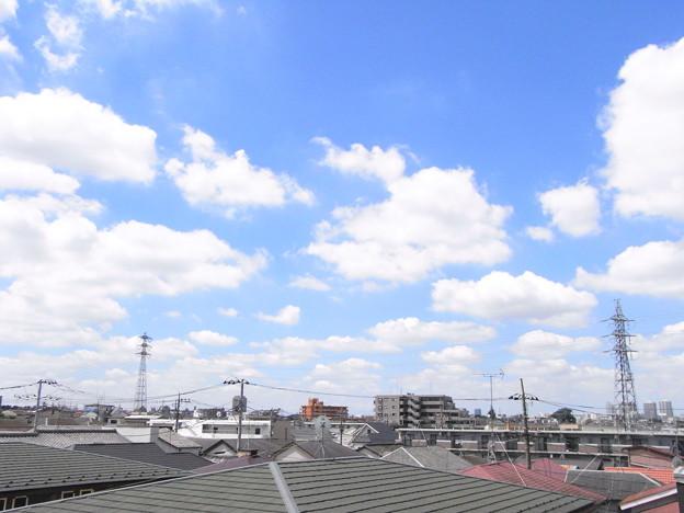 真夏の街の雲