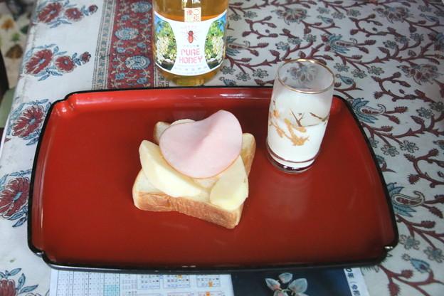 毎朝の朝食(パン1枚)