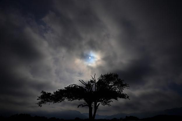 暗雲割って