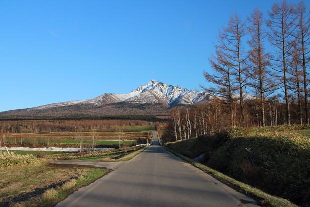 残雪残る斜里岳山麓