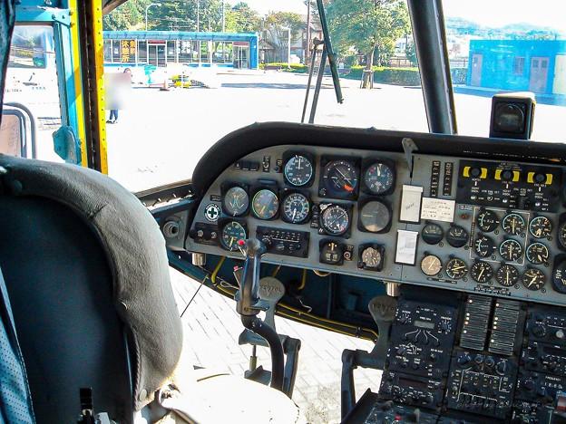 陸上自衛隊 V-107A 51804 コックピット DSC00018-3