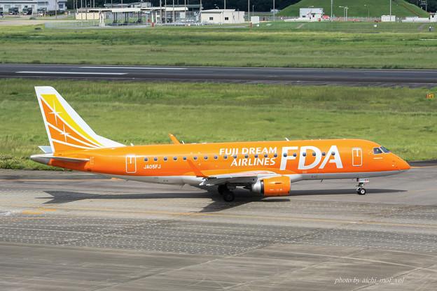 FDA フジドリームエアラインズ JA05FJ オレンジ ERJ-175 IMG_6973-2