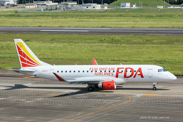 FDA フジドリームエアラインズ JA12FJ ホワイト エンブラエル ERJ-175 IMG_6937-2