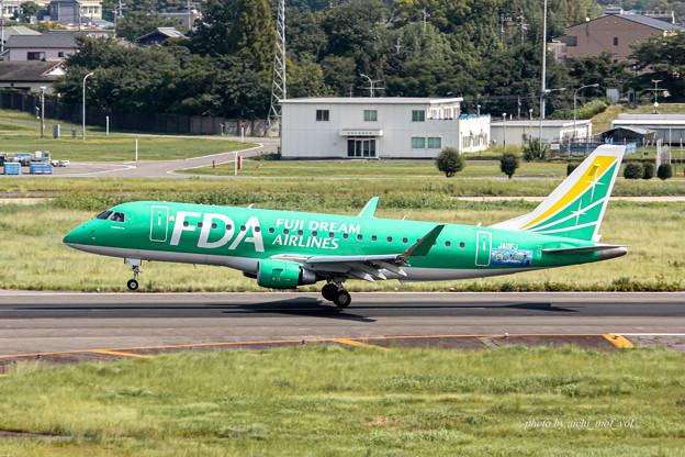 FDA フジドリームエアラインズ JA11FJ グリーン エンブラエル ERJ-175 IMG_6921-3