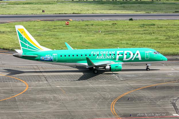 FDA フジドリームエアラインズ JA11FJ グリーン エンブラエル ERJ-175 IMG_6966-2